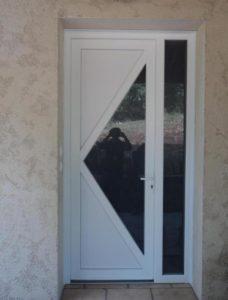 Porte d'entrée DELTA 3 avec fixe latéral en PVC Blanc