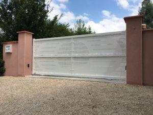 Portail de clôture coulissant en Aluminium coloris Blanc RAL 9016