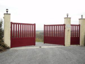 Portail de clôture en Aluminium rouge basque