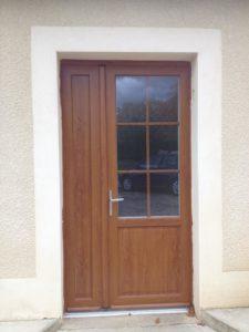Porte d'entrée avec semi-fixe latéral en PVC chêne doré